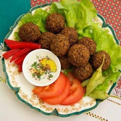 Falafel salatiga vegan